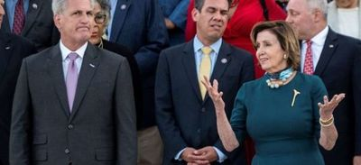 Fuertes reacciones en EEUU por broma de legislador republicano sobre golpear a Nancy Pelosi