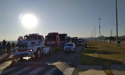 Más de 350 camioneros se manifiestan en la Costanera