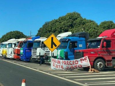 Paro de camioneros genera un enorme perjuicio a todos los sectores, advierten