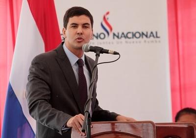 Santiago Peña elogia gobiernos de Cartes y Nicanor