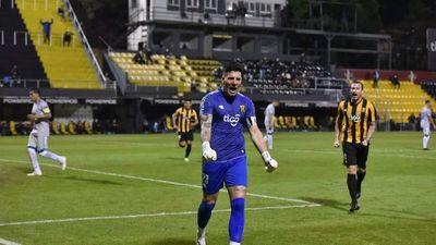 Gaspar Servio, contento por el triunfo