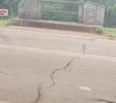 Puente agrietado causa temor en Carapeguá