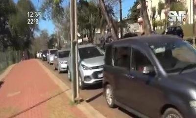 CDE: Larga filas por segunda dosis en el Parque Lineal