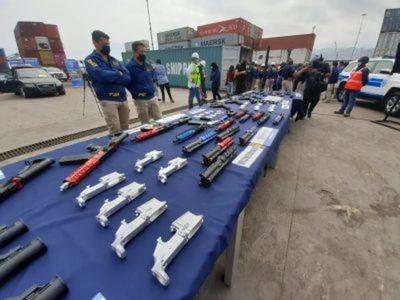 Aduanas de Chile decomisa piezas para armar 30 fusiles y su destino sería Paraguay o Bolivia