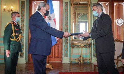 Abdo Benítez recibió cartas credenciales de embajador de República Dominicana