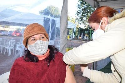 Esperan a 700 personas, pero no fueron ni 100 para aplicarse segunda dosis en vacunatorio de Villa Elisa