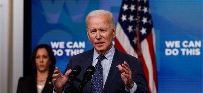 EEUU alcanza el objetivo de vacunación de Biden contra el coronavirus, casi un mes tarde