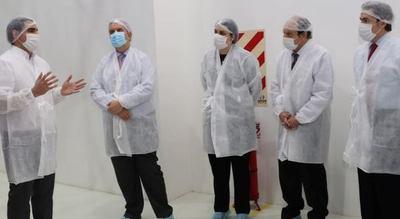 Autoridades del MIC y de la UIP visitaron innovadora planta industrial de Laboratorios Éticos