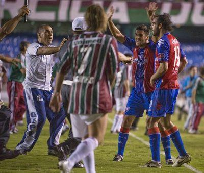 Los segundos fatales y una batalla campal: así fue el único Fluminense-Cerro Porteño en Río de Janeiro