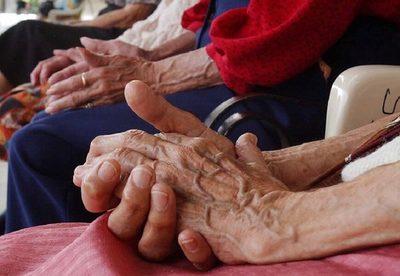 Reglamentarán la exclusión de los adultos mayores