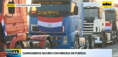 Continúa la protesta de camioneros en Asunción