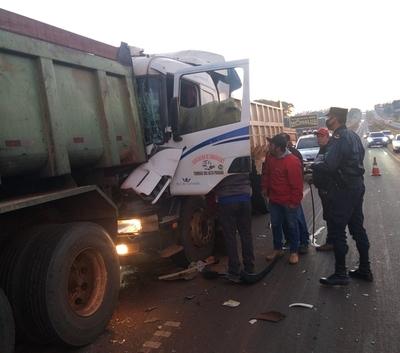 Triple choque de camiones deja daños materiales en Minga Guazú