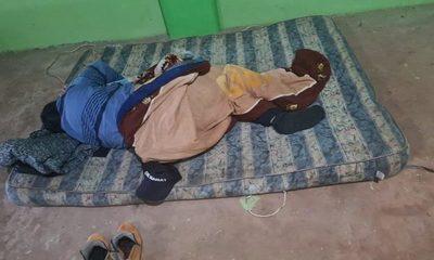 Murió mientras dormía