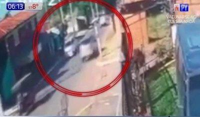 Madre pierde la vida tras ser atropellada junto a su hijo (Video)