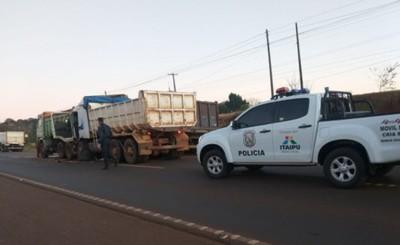 Triple choque de camiones en caravana de protesta en Minga