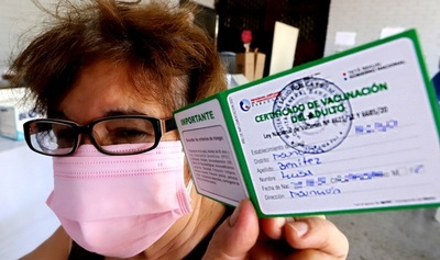 Sindicato de Médicos sugiere que certificado de vacunación sea 'pase' para realizar actividades