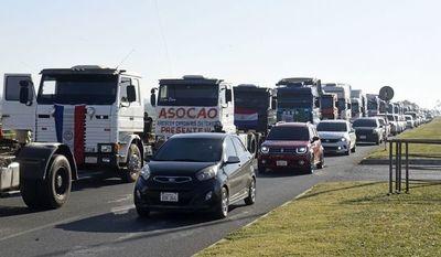 Sixto Pereira solicita a camioneros seguir con movilizaciones y les pide unirse a manifestación de campesinos