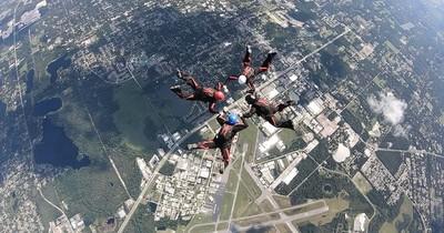 La Nación / Adventure Flyers, el equipo paraguayo que participará del Mundial de paracaidismo deportivo