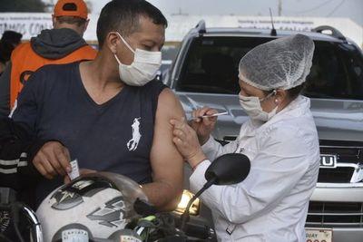 Vacunación en simultáneo contra COVID e Influenza es posible y no causa reacciones, indica viceministro