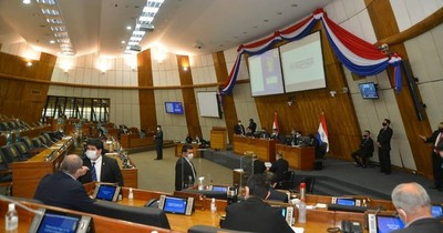 La Nación / Plural: sanciones por llegar tarde a sesiones genera repercusión en diputados