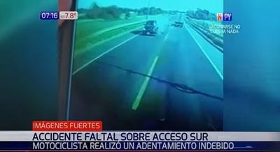 Cámara capta fatal adelantamiento indebido de motociclista