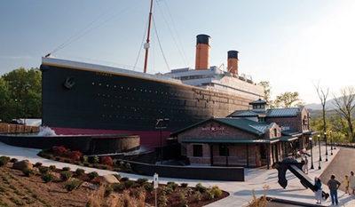 Tres heridos en el museo del Titanic porque se desplomó la réplica del iceberg