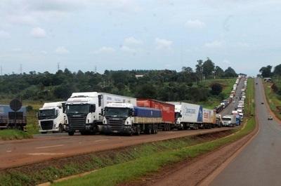 """Gremios rechazan """"injerencia política"""" en protesta de camioneros"""