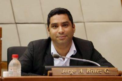 """Histérico, Jorge Britez intentó """"castigar"""" al presidente francés pero sus colegas lo rechazaron"""