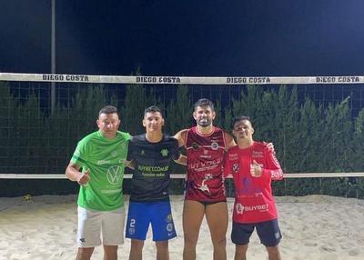 ¡Pero miralo al Lagarto! Diego Costa se divierte con «hermanos paraguayos» jugando al pikyboley