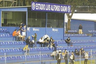 Crónica / La AFP avisó que no habrá público en los estadios