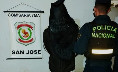 Una mujer y un adolescente detenidos con objetos hurtados