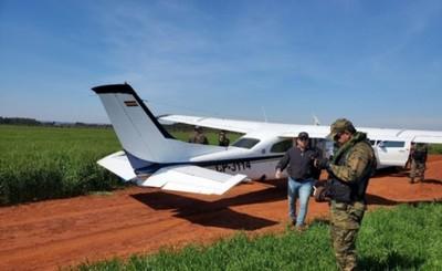 Caen dos bolivianos tras aterrizar con 210 kilos de cocaína