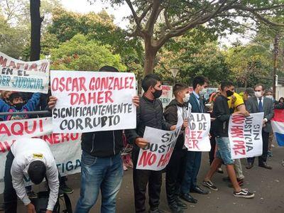 En vigilia, manifestantes exigen condena ejemplar a OGD e hijo