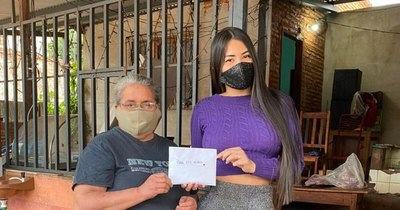 La Nación / Laurys Dyva: la madrina de 300 niños de Ñemby