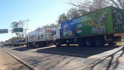 De seguir el paro de camioneros, habrá un desabastecimiento de productos lácteos, advierten