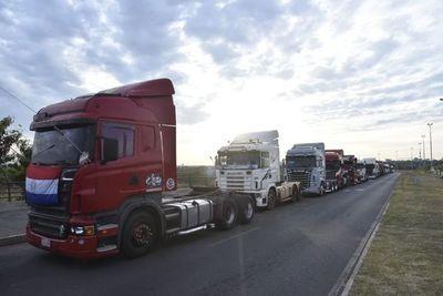 """Senado aprueba en general """"ley de fletes"""" exigida por camioneros"""