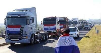 La Nación / Gremios de Cappro, Fecoprod y Capeco denuncian ante la Fiscalía a camioneros