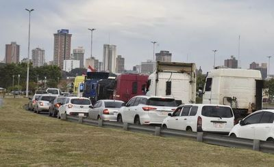 Está prohibido que camiones circulen por la Costanera, pero esto no se cumple con el paro