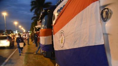 """Camioneros seguirán movilizados hasta el martes y dicen que """"van a sitiar Asunción"""""""