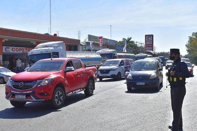 Apesa logra acuerdo con camioneros para que cisternas circulen hasta mañana a las 17:00