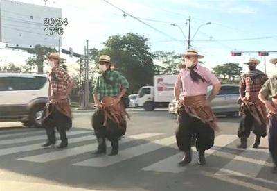 """Agrupación """"Kunu'u Jeroky"""": Danzan en la calle para solventar su arte"""