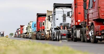 La Nación / Paro de camioneros: se registra desabastecimiento de productos esenciales