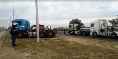 Productores denuncian a camioneros: 'El que no paga peaje simplemente no puede trabajar'