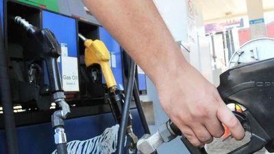 Camiones cisternas podrán circular, tras acuerdo con camioneros
