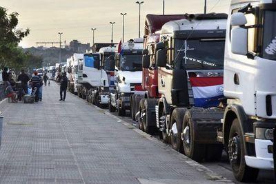 Ante paro de camioneros, varias estaciones de servicio quedaron sin combustibles básicos a nivel país, advierte Apesa