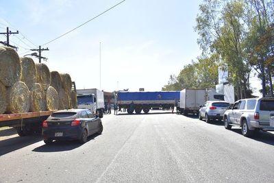 Obras se paralizarán en cinco días ante falta de insumos por paro de camioneros, según constructores