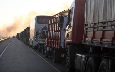 """Camionero dice que la Constitución le permite cerrar la ruta """"media hora"""""""