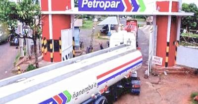 La Nación / Camiones distribuidores de combustibles lograron circular, aunque ya hay desabastecimiento