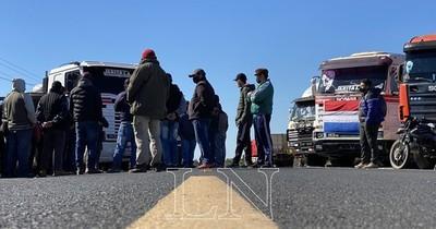 La Nación / La Apesa pidió permiso a los manifestantes para transportar combustibles