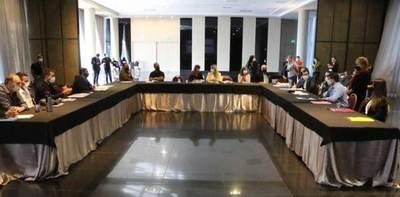 Ministra presentó plan y desafíos de reactivación del empleo a empresarios sureños